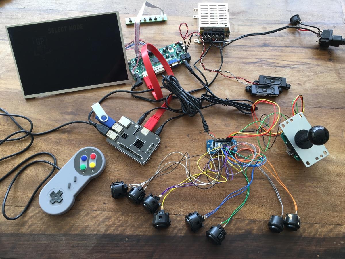 Arcade Retro c/ Raspberry Pi (Parte 2): Energia, Joystick, LCD e Áudio